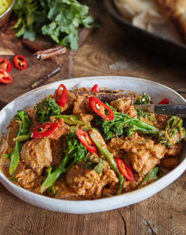 Curry de poulet rogan josh au Bimi® brocoli